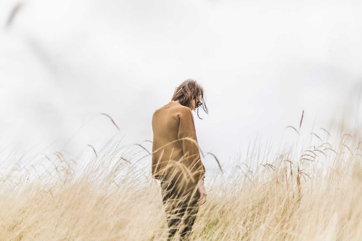 Young woman looking away from the camera in a cornfield