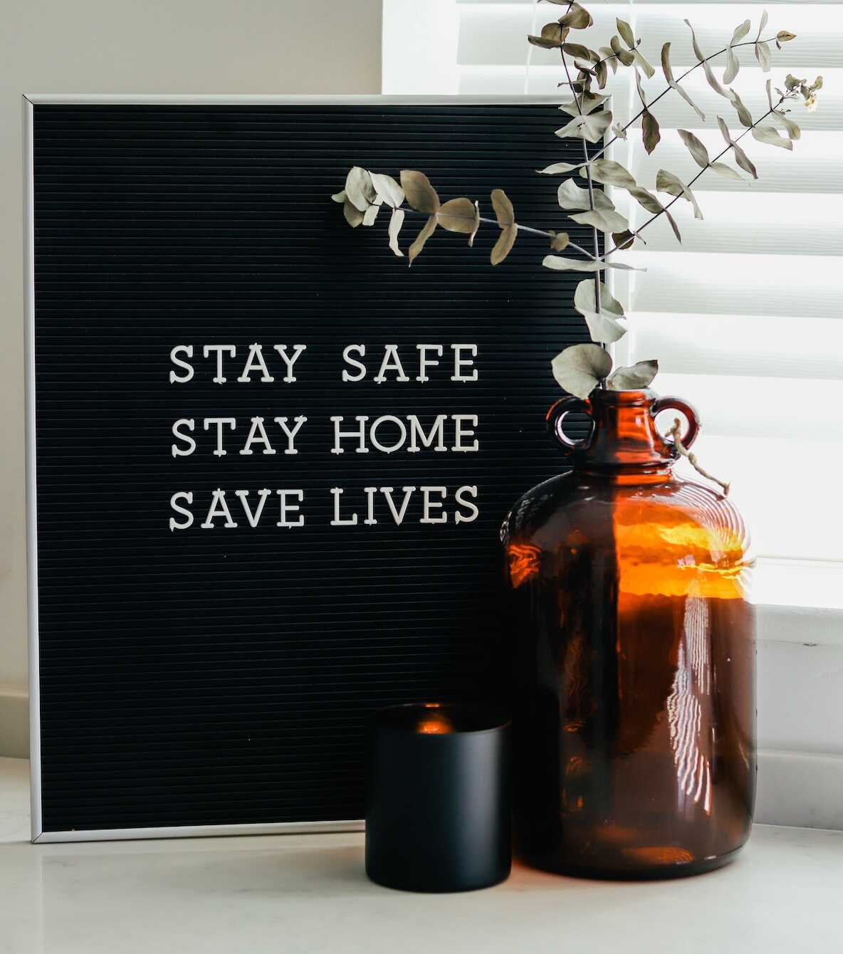 Sign on the windowsill saying Stay safe, Stay home, Save lives